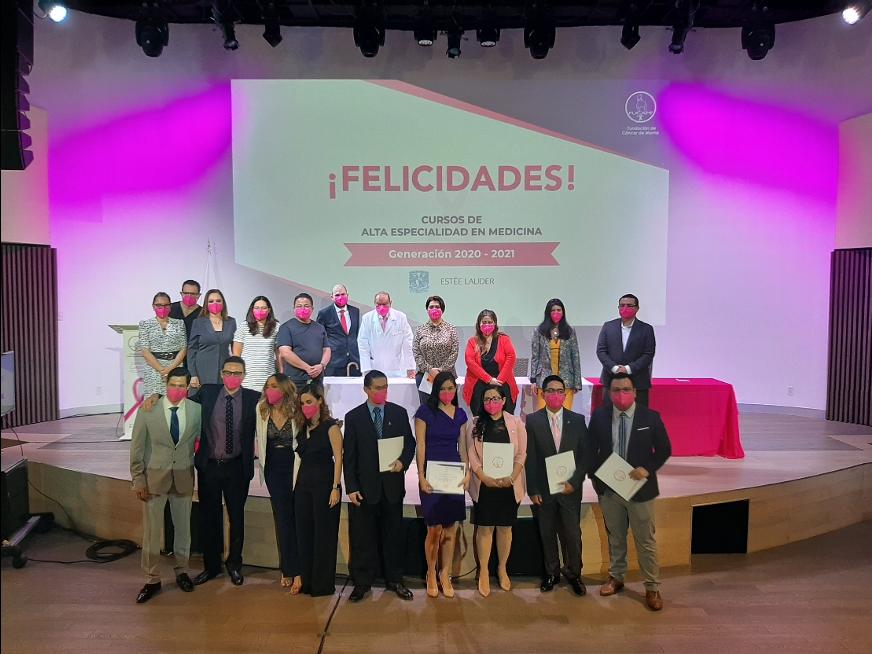 Gracias al  apoyo de FUCAM 9 médicos terminan sus estudios